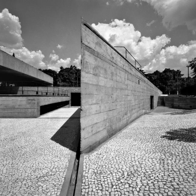 Бразильский музей скульптуры в Сан-Паулу. 1987–1995 © Nelson Kon