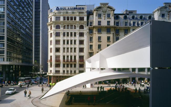 Площадь Праса-ду-Патриарка в центре Сан-Паулу. 2002 © Nelson Kon