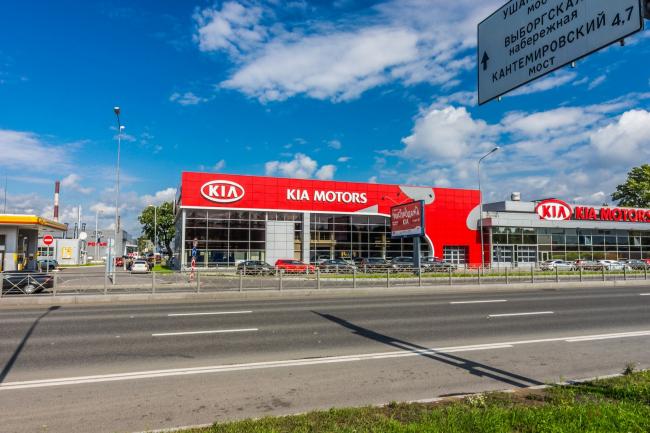 Автосалон «Аларм-Моторс KIA» на Савушкина. Реконструкция, 2014. Фотография © А. Белимов-Гущин
