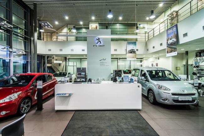 Реконструкция автосалона «Аларм-Моторс». Peugeot. Реализация, 2014. Фотография © А. Белимов-Гущин