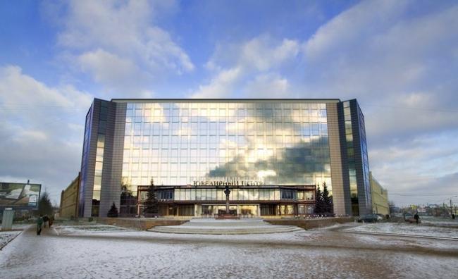 Реконструкция административно-производственных зданий под торгово-выставочный комплекс «Русские самоцветы». Реализация, 2007 © Архитектурное бюро «А.Лен»