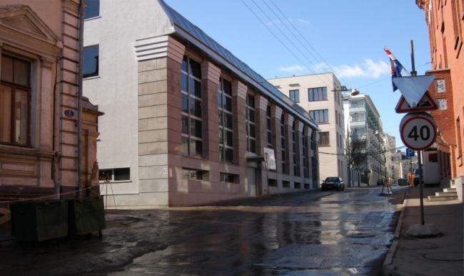 Офисное здание в Коробейниковом переулке. Реализация, 2004 © АБ «Остоженка»
