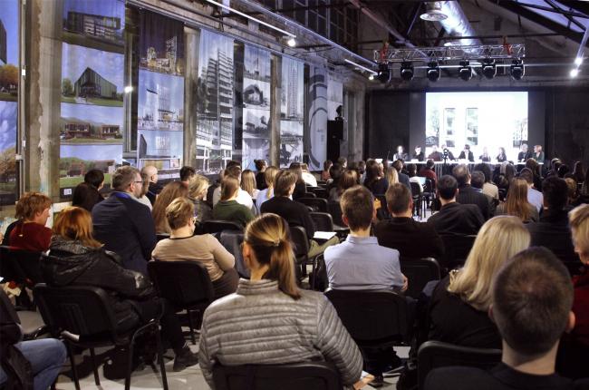 Зал «Форум». Круглый стол начинается. Фотография © Юлия Тарабарина, Архи.ру