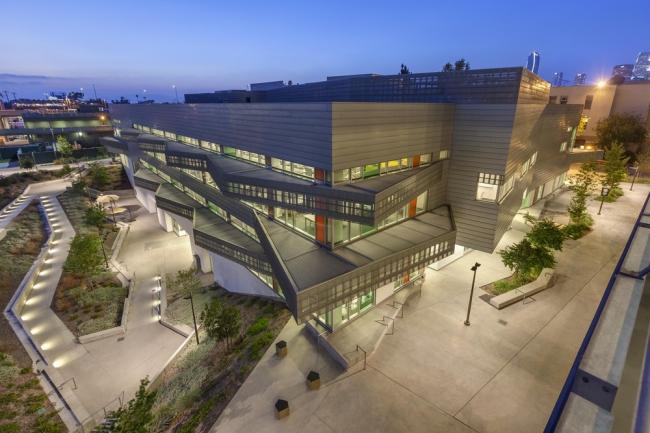 Библиотека профессионально-технического колледжа в Лос-Анджелесе (LATTC). Фотография: rheinzink.ru