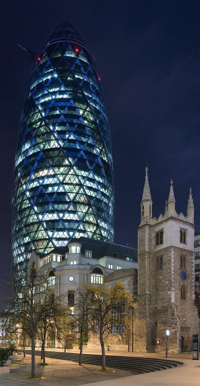 Башня 30 St Mary Axe. Фото: Diliff  via Wikimedia Commons. Лицензия CC BY-SA 3.0