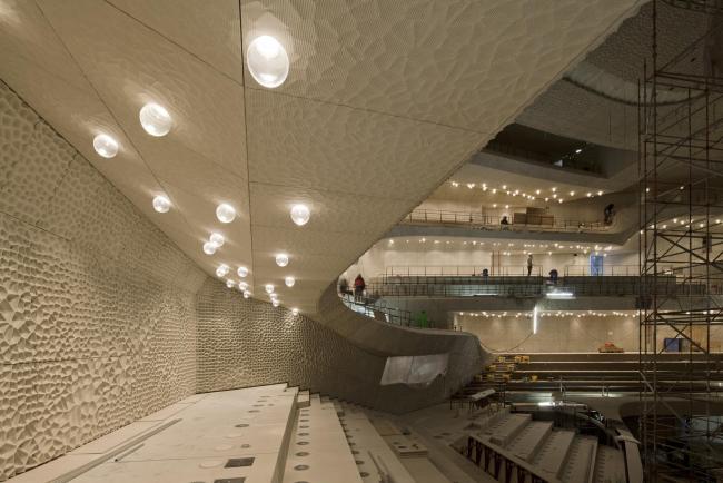 Здание Гамбургской филармонии Elbphilarmonie. Большой зал. Фото © Oliver Heissner
