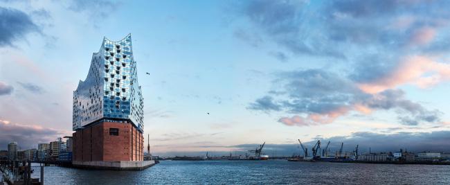Здание Гамбургской филармонии Elbphilarmonie. Фото © Maxim Schulz
