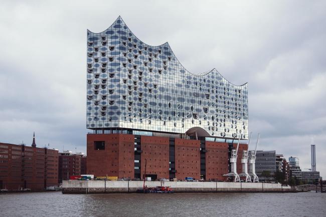 Здание Гамбургской филармонии Elbphilarmonie. Фото © Sophie Wolter