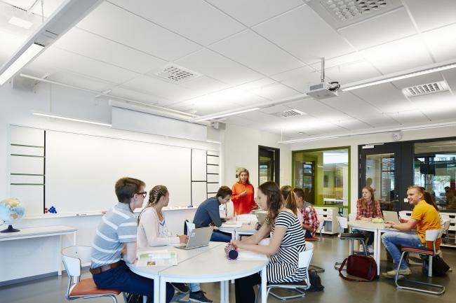 Улучшение акустики в школах позволит повысить эффективность обучения более чем на 25%*. Фотография © Ecophon