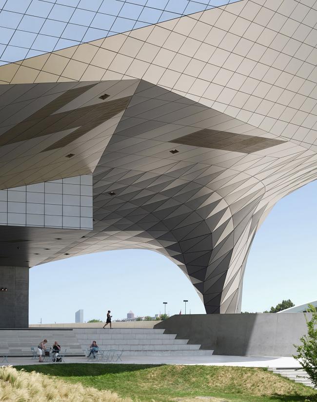 Категория «Здания в действии». Автор: Fabrice Fouillet. Музей Конфлуанс(Лион, Франция). Архитектурное бюро: Coop Himmelb(l)au