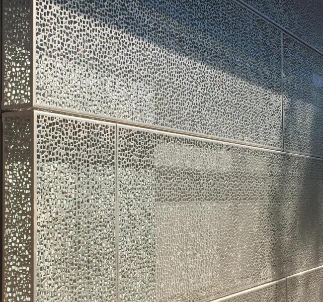 Корпус изобразительных искусств Университета Айовы. Деталь фасада в процессе строительства © Chris McVoy