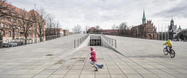 Центр диалога «Przełomy» – филиал Национального музея в Щецине.  Роберт Конечный и KWK Promes. Изображение предоставлено WAF