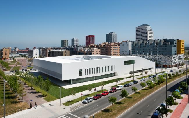 Общественный центр района Сальбуруа (Витория-Гастейс, Испания).  IDOM. Изображение предоставлено WAF
