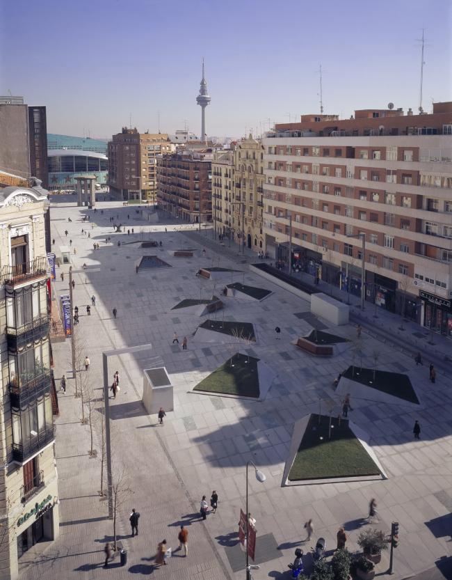 Площадь Дали в Мадриде © Roland Halbe