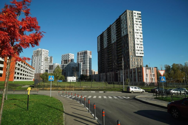 ЖК «Эдальго Garden Park». Справа – Корпус «Легенда № 18». Фотография: http://www.krost.ru/
