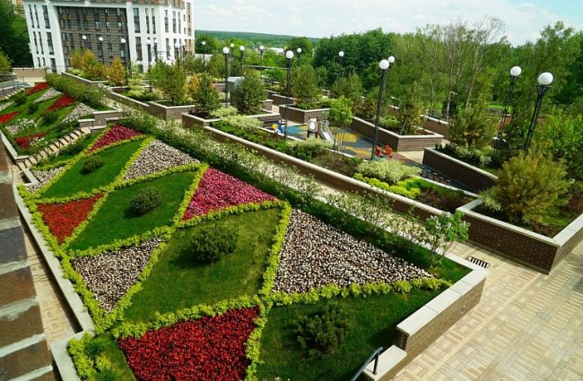 ЖК «Эдальго Garden Park». Корпус «Легенда 18»  – виз из парка стилобата. Фотография: krost-concern.ru