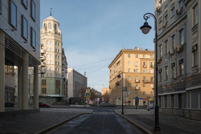 Деловой центр на улице Красина; вид с Малой Бронной. Фотография © Алексей Народицкий, 2016