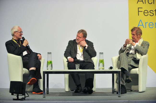 Одним из самых ярких и интересных дискуссий на WAF 2016 стала беседа сэра Питера Кука и Волфа Прикса об изменениях в обществе и архитектуре «What's changed. How we live now, how will we live tomorrow?» © WAF 2016