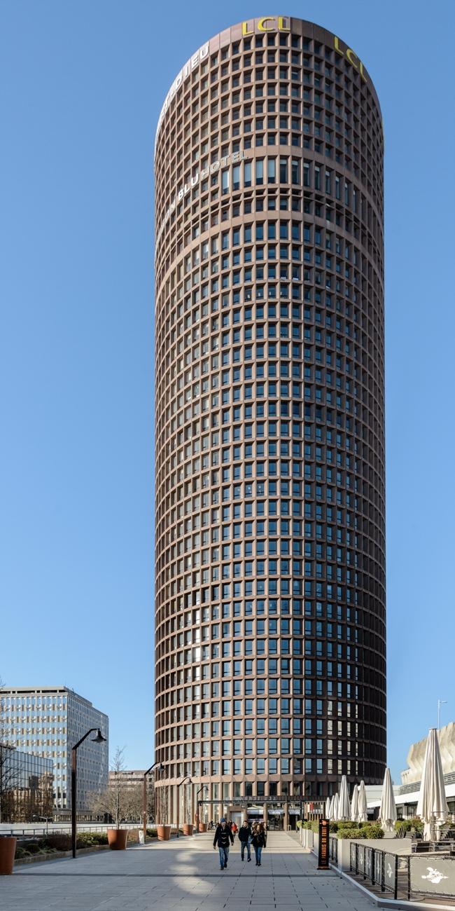 Башня Part-Dieu. Арх. Аральдо Коссутта, Стефан дю Шато. 1977 г. Фото: © Василий Бабуров