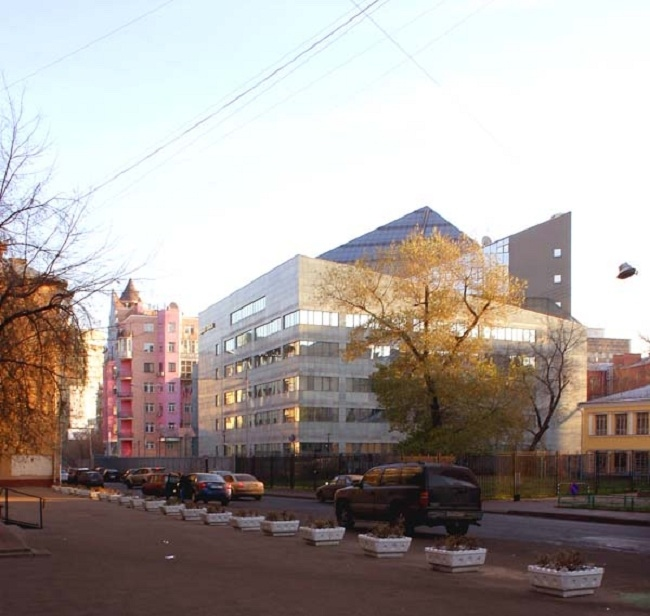 Здание «Уникомбанка» в Даевом переулке. Вид из Даева переулка © Моспроект-2
