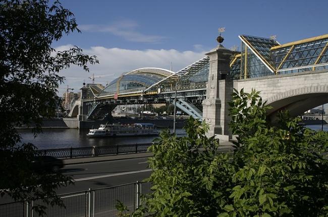 Пешеходный мост у Киевского вокзала. Фотография © Николай Малинин