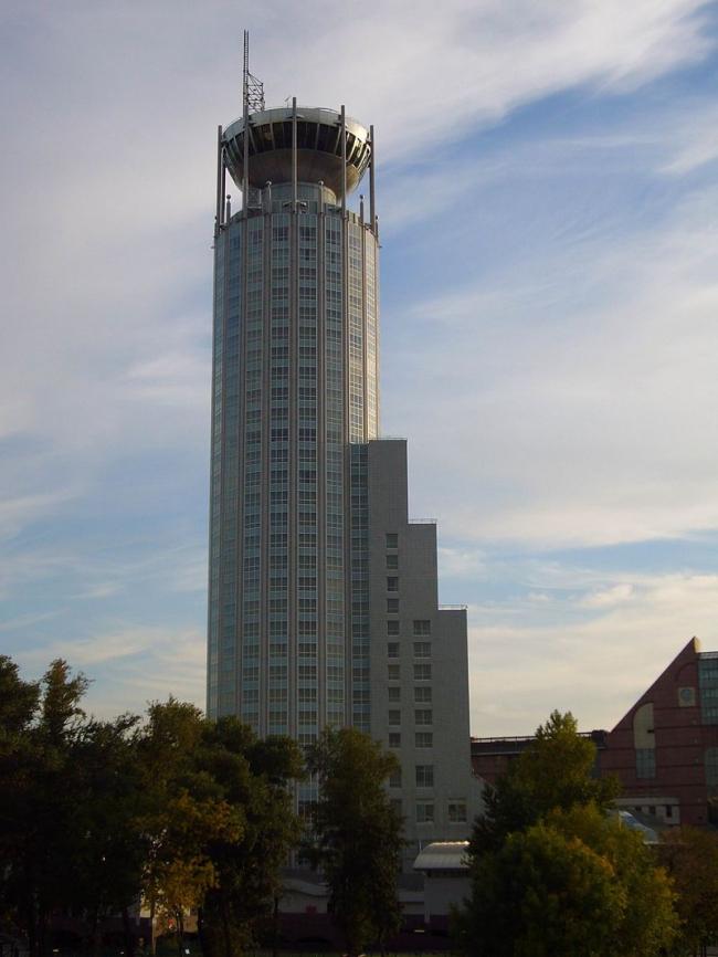 Отель «Красные Холмы». Фото: Nevermind2 via Wikimedia Commons. Фото находится в общественном доступе