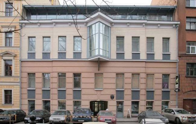 Реконструкция здания под офисно-бытовой центр. Фотография © Смирнов К.В.
