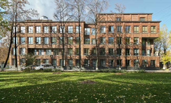 Офисное здание на ул. Вавилова. Реализация, 2005. Фотография © Я. Пиндора
