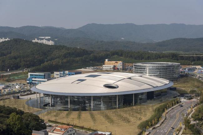 Исследовательский центр Hankook Technodome © Nigel Young / Foster + Partners