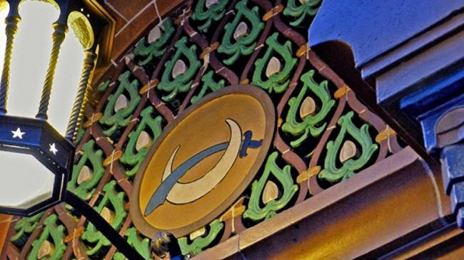 Терракотовая решетка с полумесяцем и скимитаром в New York City Center. фото http://www.ludowici-tile.ru/