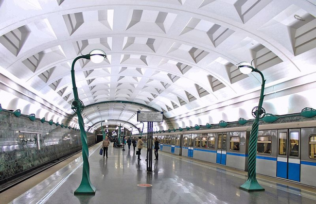 Станция метро «Славянский бульвар». Фото: Yauza02 via Wikimedia Commons. Лицензия  CC BY-SA 3.0