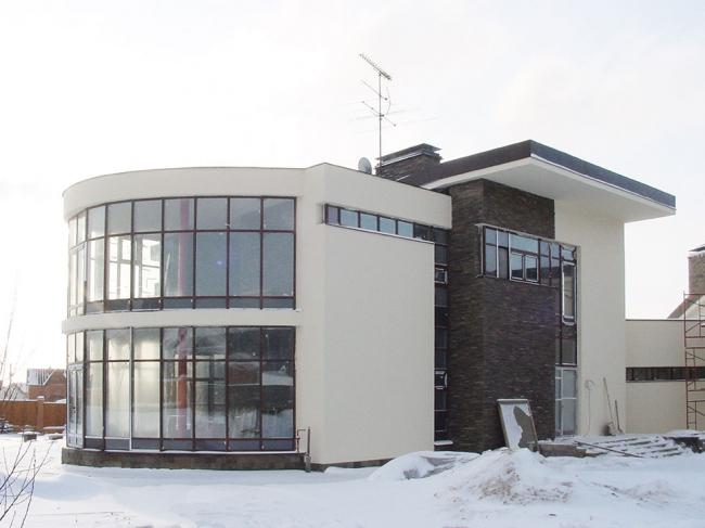 Частный дом в поселке Ромашково © Гинзбург Архитектс