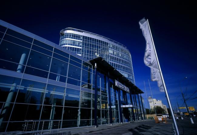 Многофункциональное здание с выставочным комплексом «Mercedes-Plaza» © ABD architects