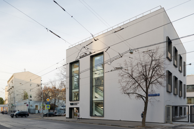 Реконструкция здания бывшей фабрики-кухни на ул. Новокузнецкая. Реализация, 2014 Kleinewelt Architekten. Фотография © И. Иванов