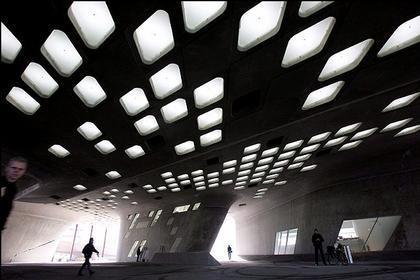 Научный центр «Фэно». Пространство между опорами здания