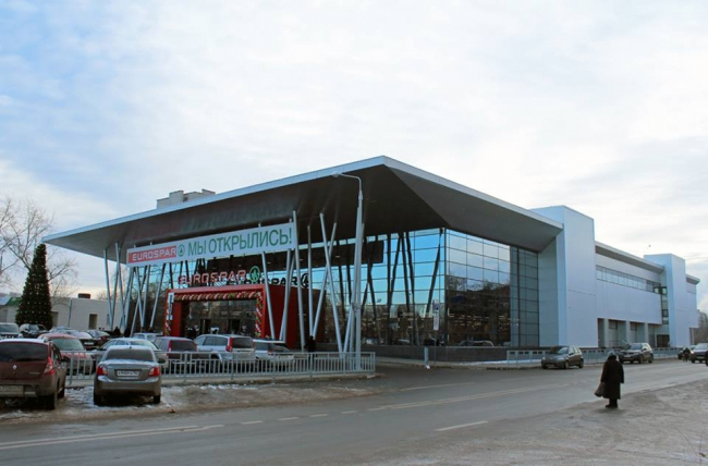 Торговый центр «SPAR» на проспекте Героев © Архитекторы С.Тимофеев, А.Пушкарев, М.Яшенкова, О.Ванчина