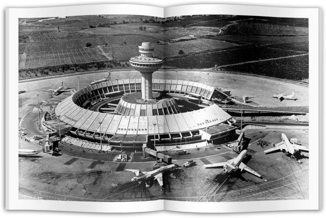 Разворот книги Карена Бальяна «Аэропорт Звартноц» © ТАТЛИН