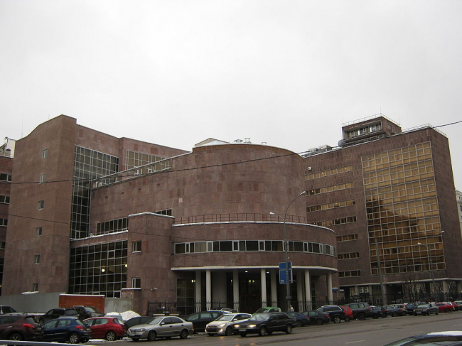 Вид на здание Центросоюза со стороны  проспекта Академика Сахарова. Лицензия: CC BY-SA 3.0. Автор: Акутагава