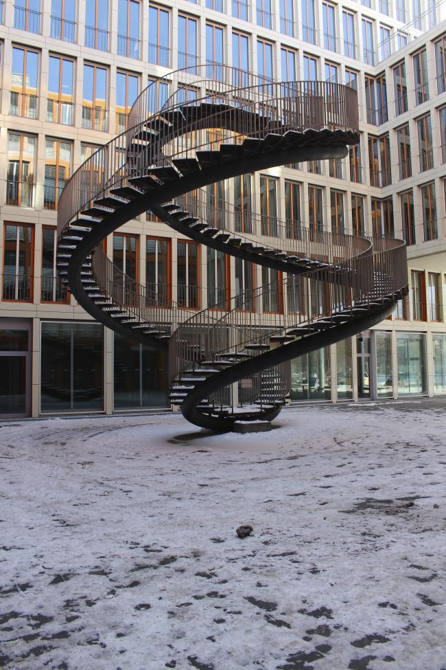 «Бесконечная лестница» (Umschreibung) Олафура Элиассона в Мюнхене © Елизавета Клепанова