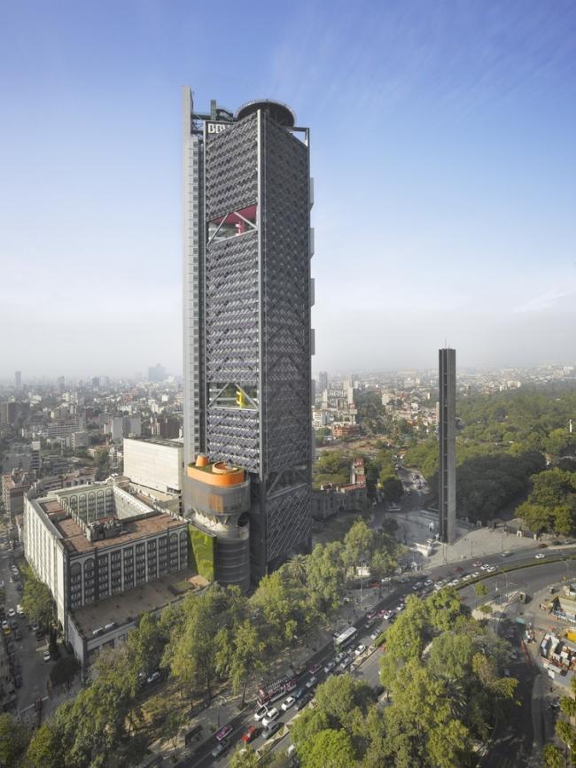 BBVA Bancomer Tower.  LEGORRETA + LEGORRETA, Rogers Stirk Harbour + Partners. Фото © Roland Halbe