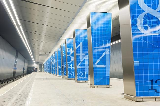 Станция «Ломоносовский проспект» – колонная, двухпролётная, мелкого заложения с одним рядом колонн по оси станции.  Проектировщик: «Метрогипротранс». Фотография предоставлена компанией «АСП-Технолоджи»