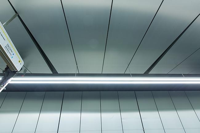 Станция «Ломоносовский проспект». Алюминиевые потолочные и стеновые панели. Проектировщик: «Метрогипротранс». Фотография предоставлена компанией «АСП-Технолоджи»