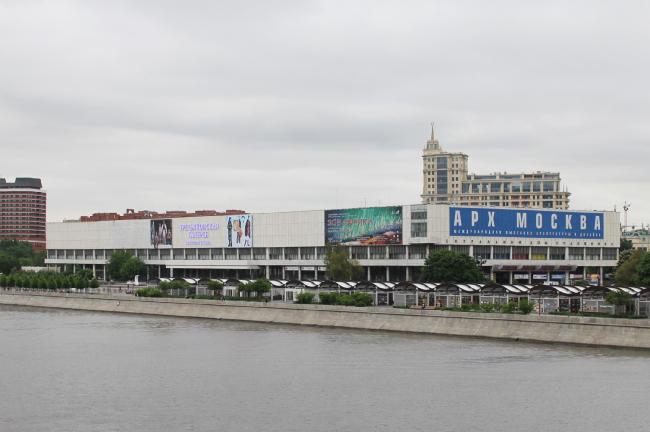 Здание ГТГ и ЦДХ на Крымском валу. Фотография © Юлия Тарабарина, Архи.ру