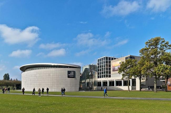 Музей Винсента Ван Гога – выставочное крыло. Фото: Sebastian Koppehel via Wikimedia Commons. Лицензия CC-BY-4.0