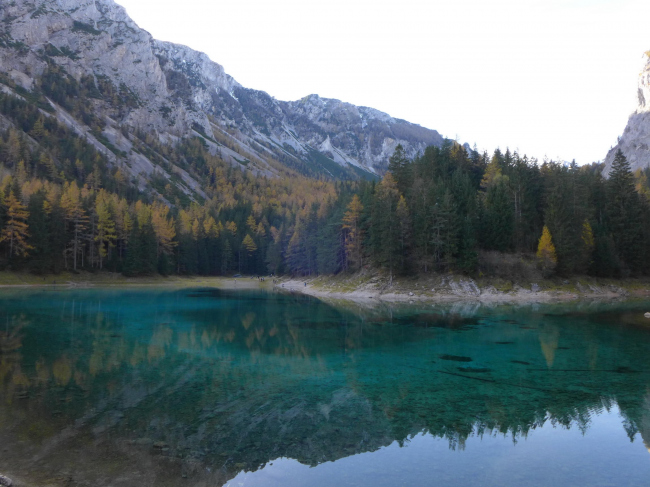 Горное озеро в районе Зальцкаммергут
