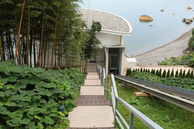 Castello Mare Hotel & Wellness Resort, вилла «Афродита» с наклонным лифтом, лестница с верхней площадки, постройка, 2016 © Лев Нодельман