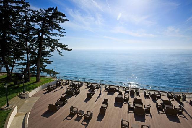 Castello Mare Hotel & Wellness Resort, терраса на скале, постройка, 2016 © Karapi LTD