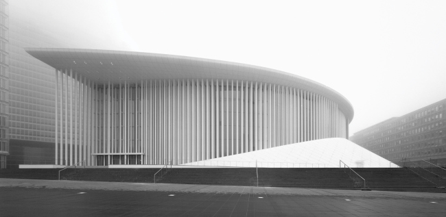 Здание филармонии в Люксембруге. 1997-2005. Кристиан де Портзампарк. Фотография © Wade Zimmerman