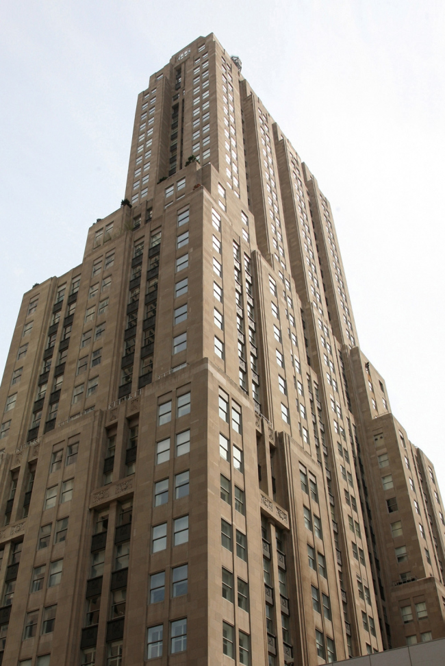 7. Пальмолив билдинг в Чикаго, арх. Дж.Холаберт, Дж. Рут, 1929