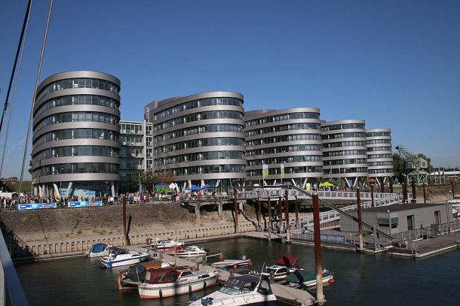 Офисный комплекс Five Boats. Фото: G. Sawatzky via Wikimedia Commons. Лицензия GNU Free Documentation License, Version 1.2